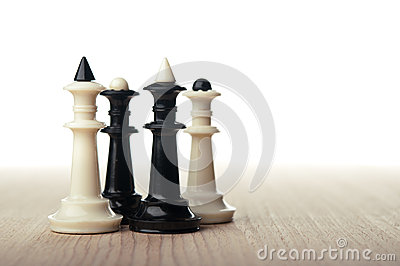 Chess kings and queens