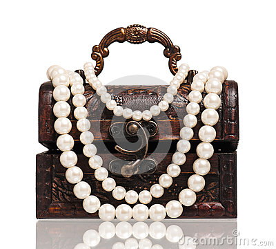 Chest with pearl