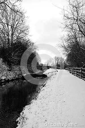 Chesterfield Canal in the snow