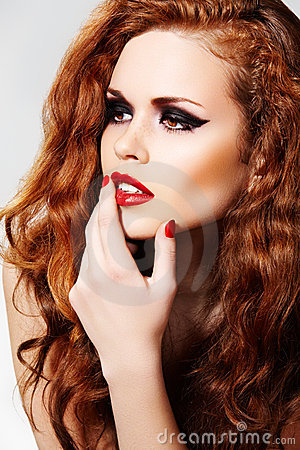 Free Chic Model With Fashion Make-up & Long Curly Hair Stock Photography - 16398962