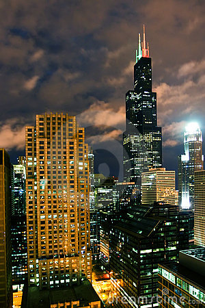 Free Chicago At Night Royalty Free Stock Images - 8875549
