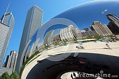 Chicago bean mirrors curved skyline