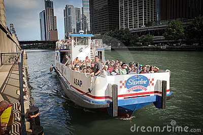 Chicago riverboat tours. Editorial Photo