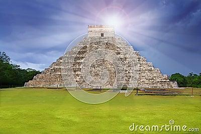 Chichen Itza Kukulcan Mayan temple sun beam