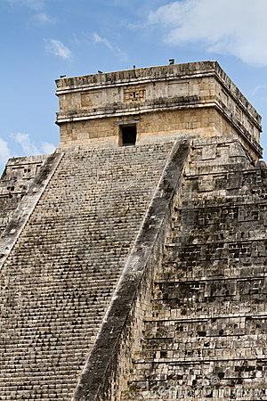 Free Chichen Itza Mayan Pyramid Royalty Free Stock Photography - 20437987