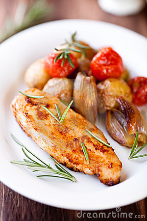 Free Chicken Breast With Oven Baked Vegetables Royalty Free Stock Image - 23093876