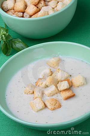 Chicken cream soup with bread crumbs