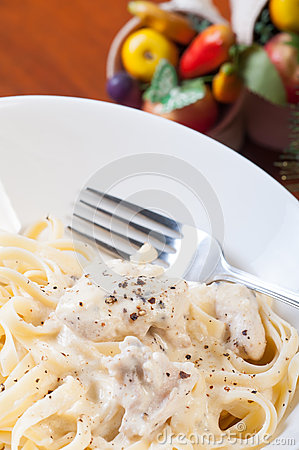 Chicken garlic cream pasta