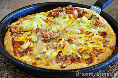 Chicken meat, cheese pizza