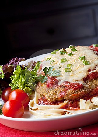Free Chicken Parmigiana Royalty Free Stock Photography - 9146427
