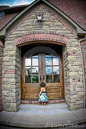 Free Child And Antique Door Royalty Free Stock Images - 5730919