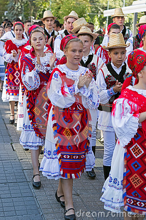 Free Child And Teens From Romania In Traditional Costume Royalty Free Stock Images - 74188029