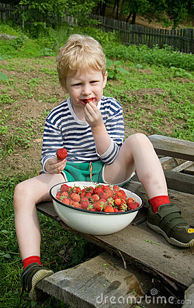 Child and berries