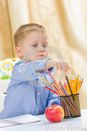 Free Child Choose Between Colored Pencil Stock Image - 35083421