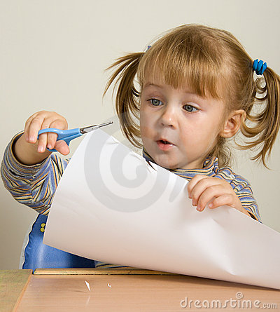 Free Child Cutting Paper Stock Photo - 1370840