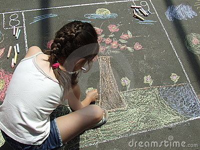Child drawing on the asphalt w