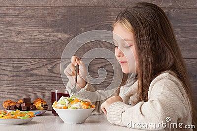 Child eats fruits