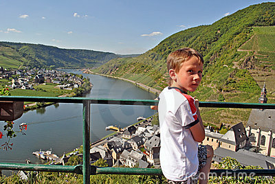 Child enjoying view on the Mosel river