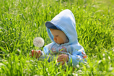 Child explore nature
