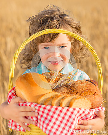 Free Child Holding Bread In Basket Royalty Free Stock Photos - 32835818