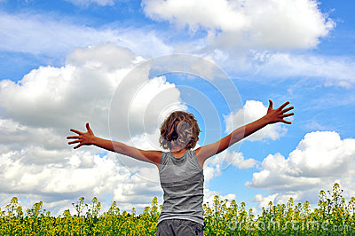 Child hugging the sky