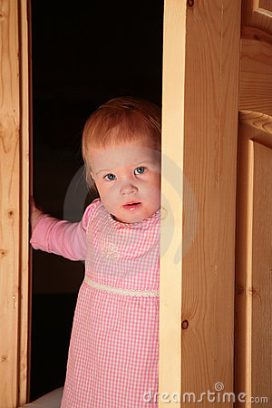 Free Child In The Door Royalty Free Stock Images - 4485699