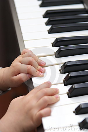 Child learn piano