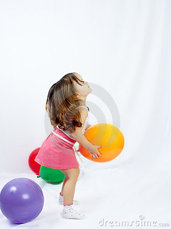 The child playing a balloon