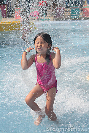 Free Child Playing In Swimming Pool Royalty Free Stock Photos - 10394038