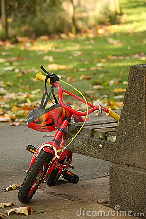 Free Child S Bicycle Royalty Free Stock Photography - 6679277