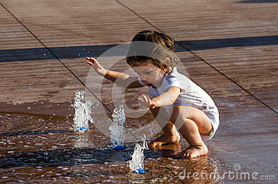 Child and water in the city