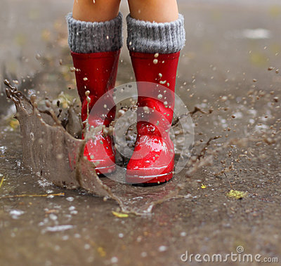 Free Child Wearing Red Rain Boots Jumping Into A Puddle Stock Images - 33162064