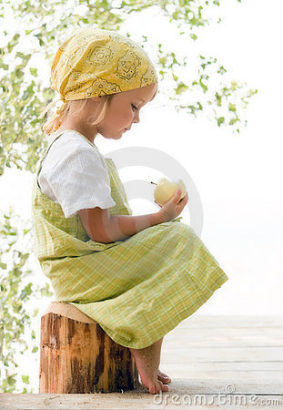 Free Child With Apple Royalty Free Stock Photography - 2958357