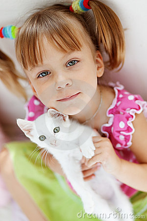 Free Child With Kitty Stock Photography - 10377312