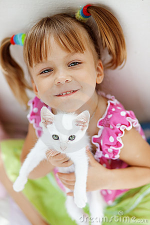 Free Child With Kitty Stock Photo - 10377490
