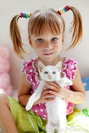 Free Child With Kitty Royalty Free Stock Image - 10585266