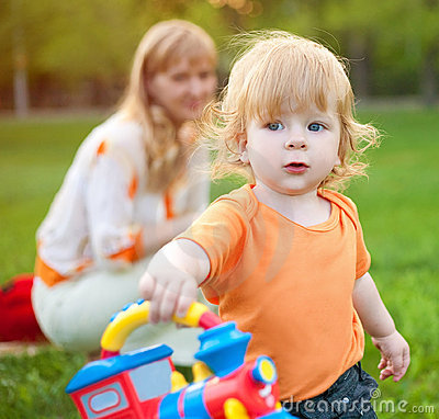 Free Child With Mum Royalty Free Stock Photography - 16563527