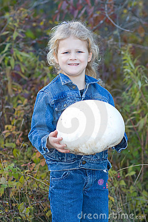 Free Child With Puff Ball Mushroom. Royalty Free Stock Image - 11461386