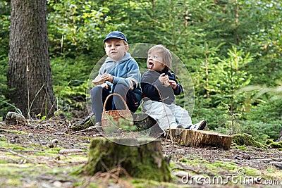 Children eating picnic
