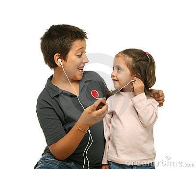 Children enjoying a mp4 player