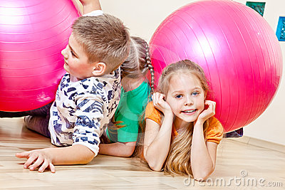 Children with gymnastic balls