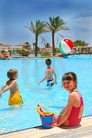 Free Children In Pool Royalty Free Stock Photos - 2616658