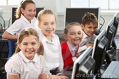 Children learning to use computers
