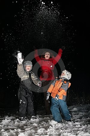 Children and mother throw snow in night 2