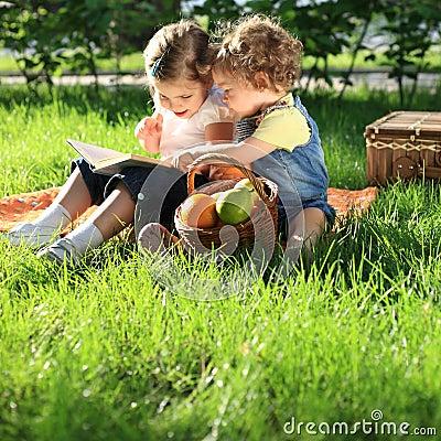Free Children On Picnic Royalty Free Stock Photo - 18724755
