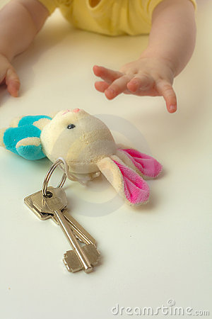Free Children S Hands To Reach For A Sheaf A Key Royalty Free Stock Image - 13744416