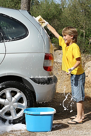 children washing car