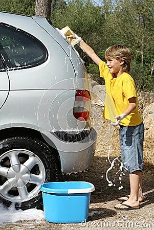 children washing car