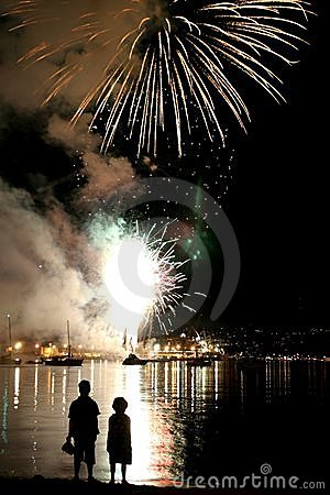 Free Children Watching Fireworks Stock Photography - 931902
