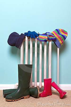 Free Childrens Hats, Gloves And Wellies By Radiator Royalty Free Stock Photo - 21620925